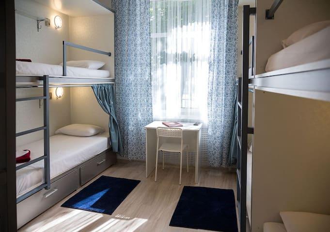 Кровать в общем номере. Красная площадь 7 минут