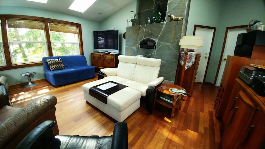 Clean, Comfy & Homey (4BEDS) Great Location w/AC