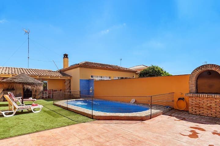 Air-Conditioned Home with Large Pool, Terrace, Garden & Wi-Fi; Pets Allowed, Parking Available