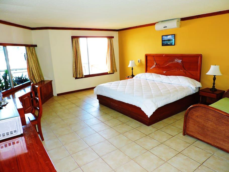 Habitación con cama King frente al mar
