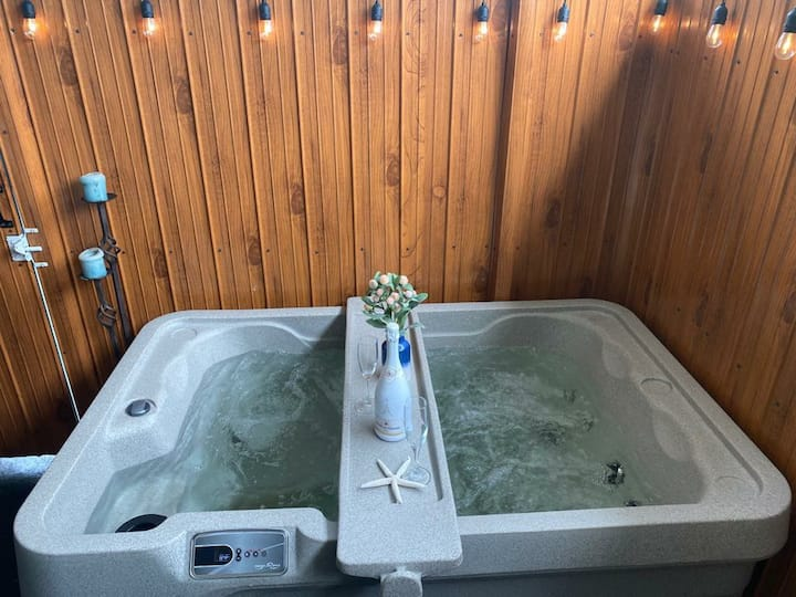 R&R Vacatinal #2 with private Jacuzzi