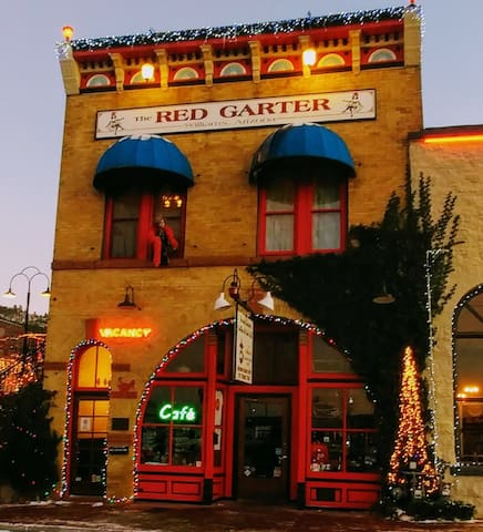 Grand Canyon's Red Garter Inn