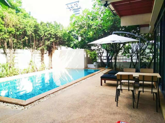Big pool villa near BTS nana 1#