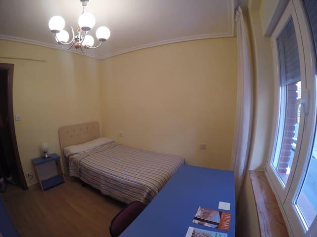 Acogedora habitación a 10 minutos del centro - León - Osakehuoneisto