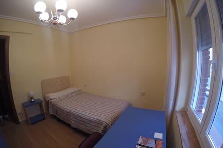 Acogedora habitación a 10 minutos del centro - León