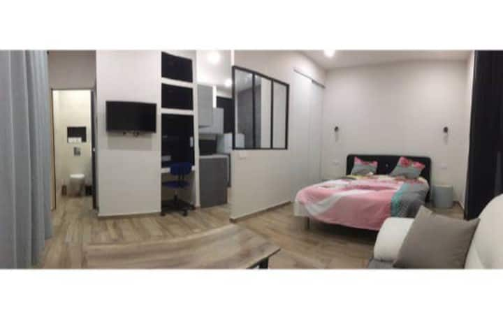 Joli studio neuf tout confort