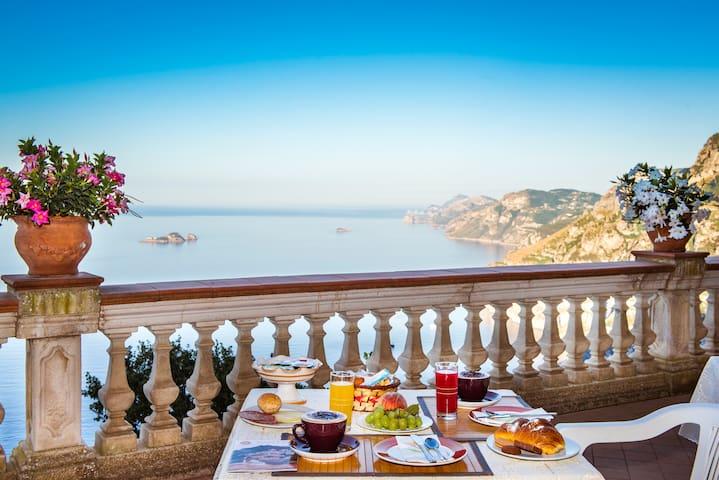 BB Villa La quercia on hill of positano, sea view