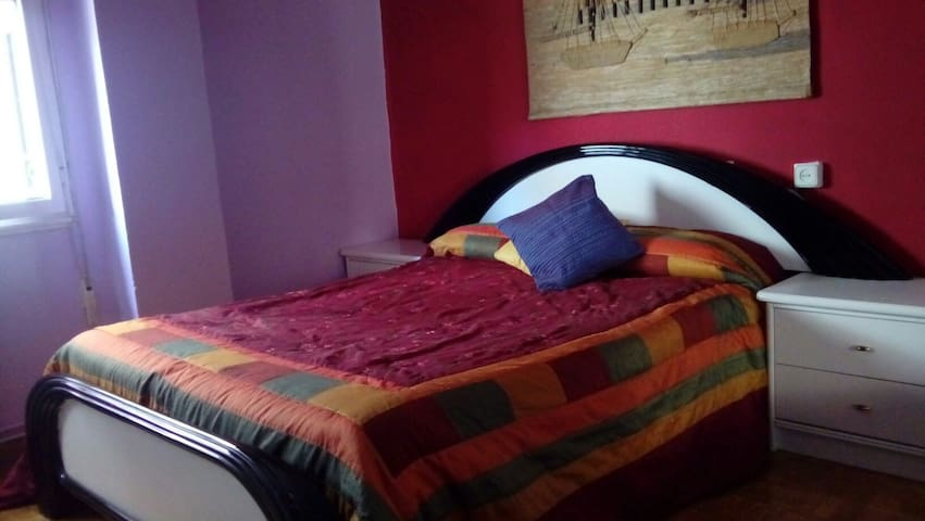 room next to city center - Oviedo - Bed & Breakfast