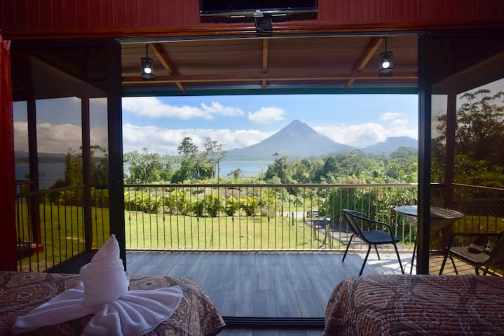 Paradise Bungalow 1. Fabulous Volcano and Lake view. A/C & WiFi.