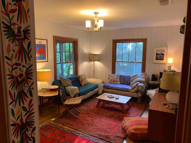 Charming 2 bedroom in Heart of Cherrywood