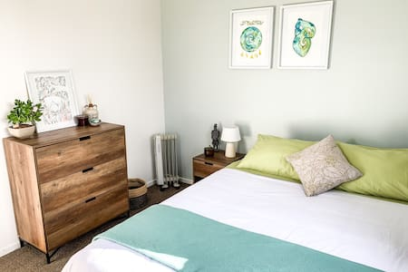 Bright Boho House - Pounamu Room
