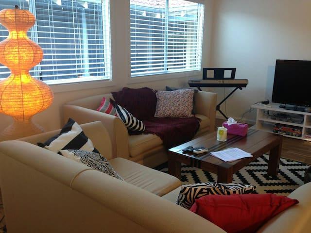Cosy Light Modern Home near CBD + Parking - Floreat - Casa