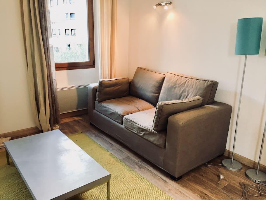 un canapé lit qui se transforme en un vrai lit double 140 cm / 190 cm
