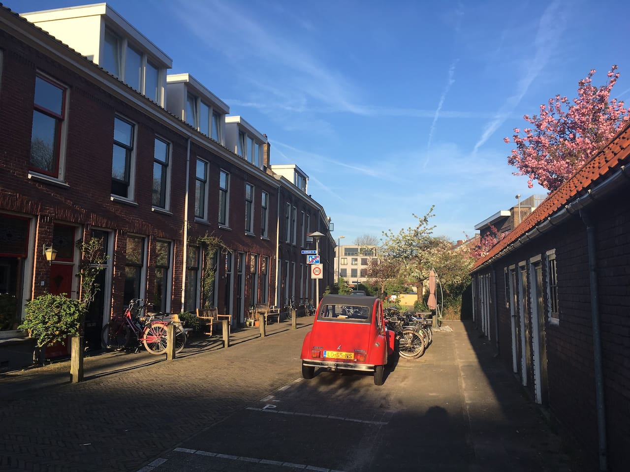 Welcome in our cozy street, a friendly residential area near Utrecht city centre