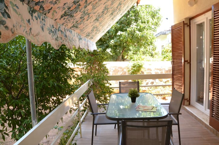 Quiet apartment at the center of Glyfada