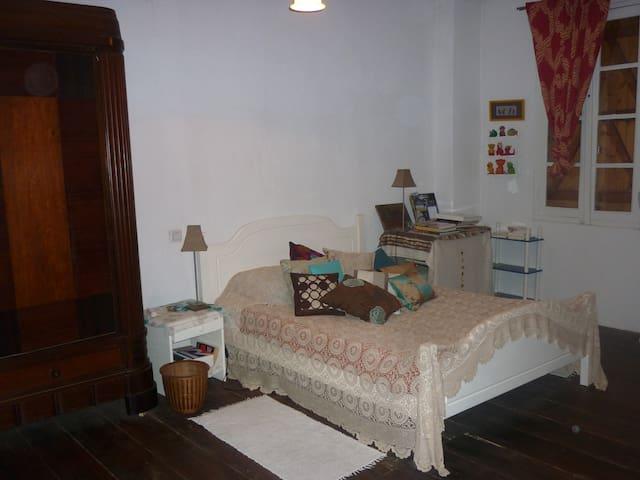Une chambre au cœur du village de Marciac