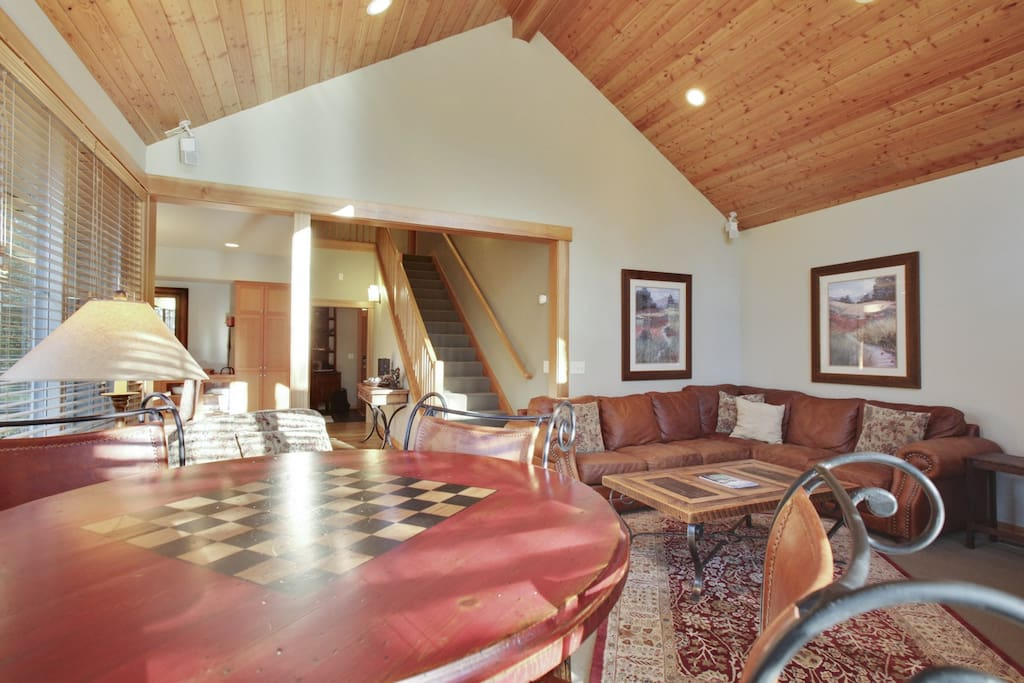 Dining Room,Indoors,Room,Reception Room,Furniture