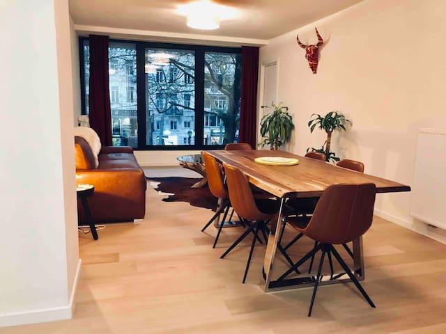 Apartment city-centre WiFi 2 bedrooms & parking