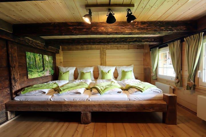 Ferienhütte Biobetrieb Lippenhof, (Breitnau), Ferienhütte mit 250qm, 5 Schlafzimmer, max. 15 Personen