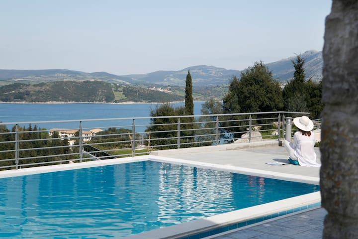 Traditional Stone Built Apartment with shared pool - Lefkada - Appartement