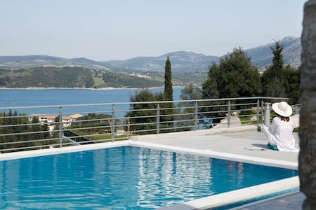 Traditional Stone Built Apartment with shared pool - Lefkada - Lägenhet