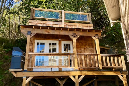 Mountainside, Waterfront Cabin on private Cove