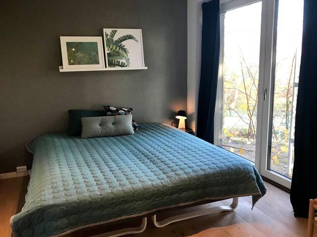 Fint værelse i nyrenoveret hus med privat bad/wc