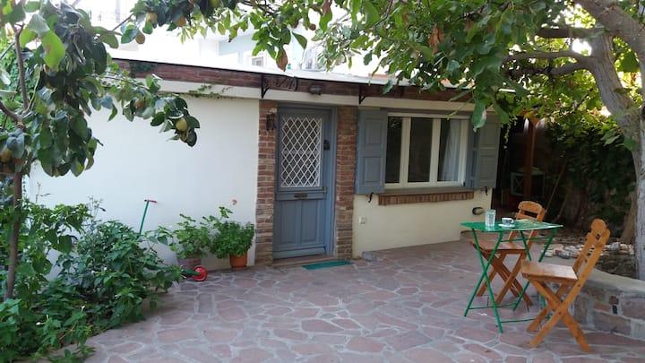 Ήρεμη Απόλαυση - Το μικρό σπίτι στον κήπο