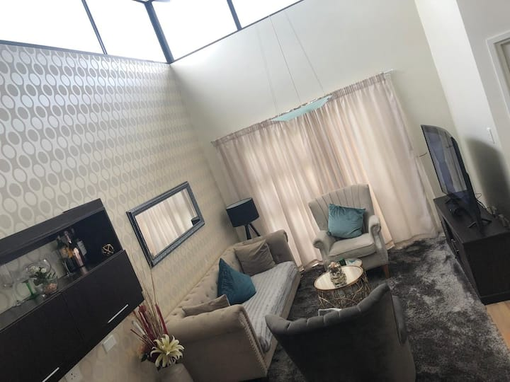 Luxury stylish apartment close to Sandton City