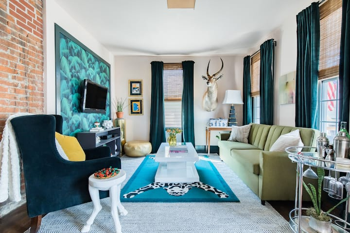 Strawberry Chill - an Exuberantly Decorated Boho House