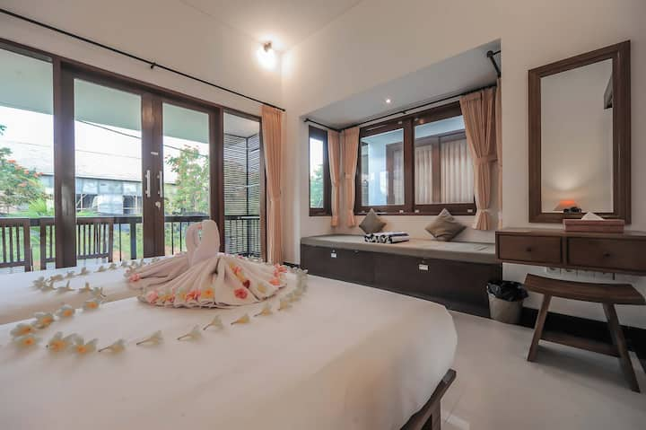 Sanur Private room with balcony & kitchen