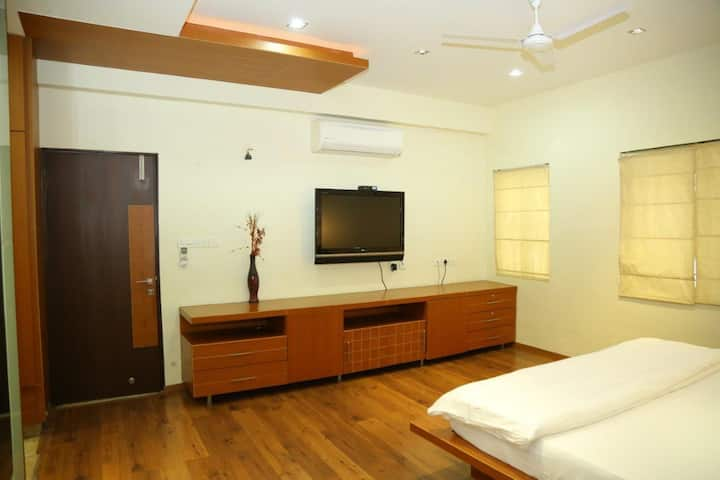 Premium SGL Room@Madhapur