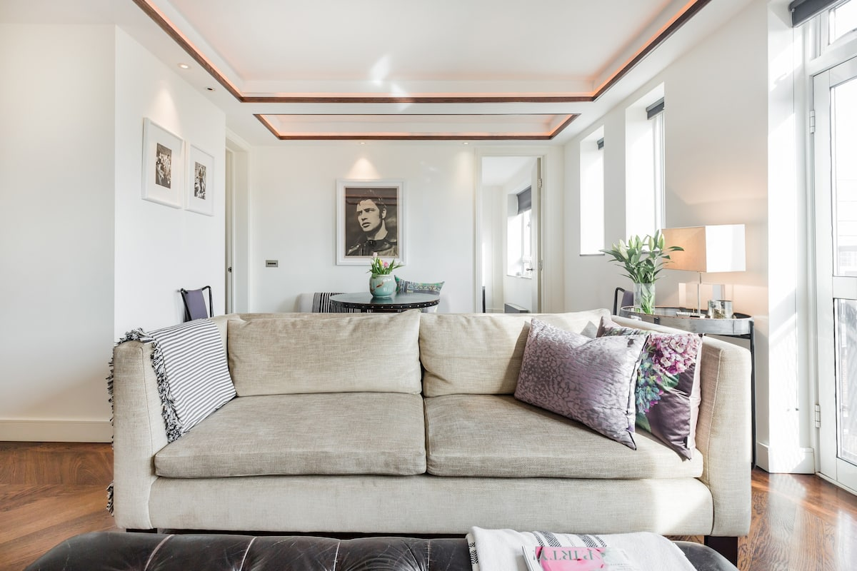 Stroll to South Kensington Museums From a Chic Modern Flat