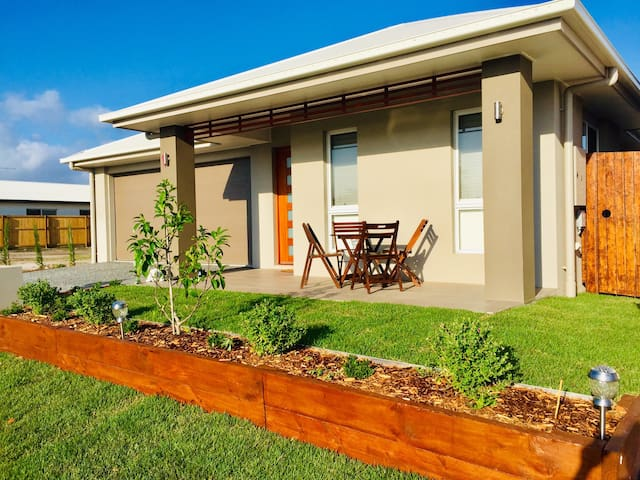 Sunshine Coast Beach Holiday Escape. New Built.