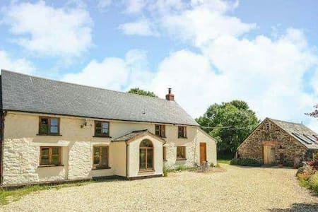 Cosy farmhouse on edge of Exmoor - Casa