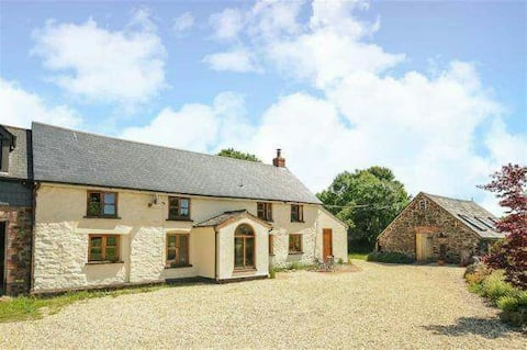 Cosy farmhouse on edge of Exmoor