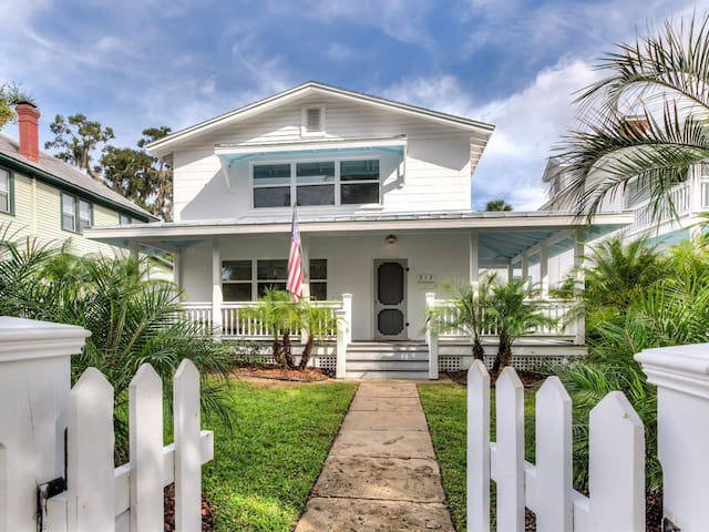 Beautiful Retreat in the ❤️ of Downtown Mt. Dora