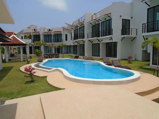 Sunrise Villa Resort - 2 Bedroom Villa - Pattaya - Casa