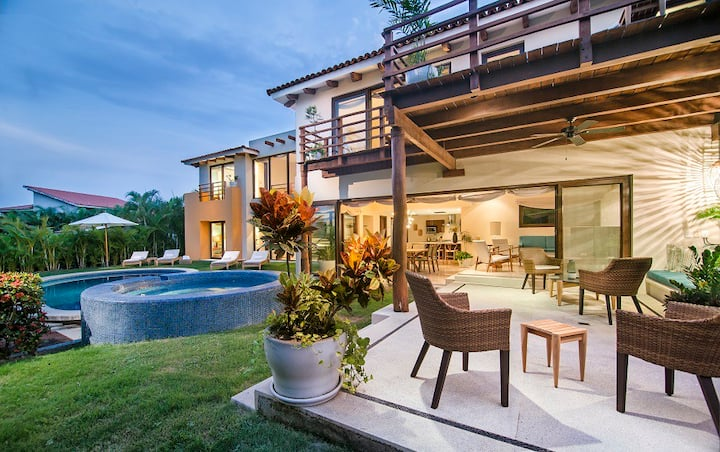 4 bd Villa Serenata 6 with pool and hot tub