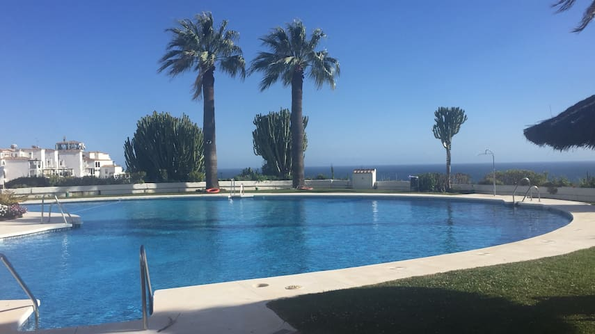 Calahonda 2 bed, 2 bath Apartment in a lovely complex. Indoor and outdoor pool.  Close to golf course, bars and restaurants   A car is recommended but not essential. Bus stop outside apt block. Calahonda is located in between Fuengirola and Marbella