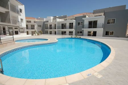 Nice, fully furnished 2-bed apartment with pool - Paralimni