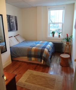 Simple, Comfortable Downtown Room - Portland