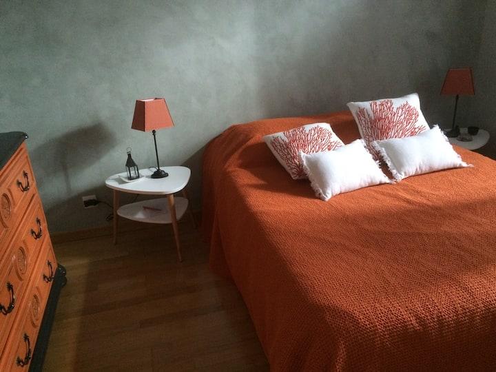 Chez Éliane : Jolie chambre à louer au calme.