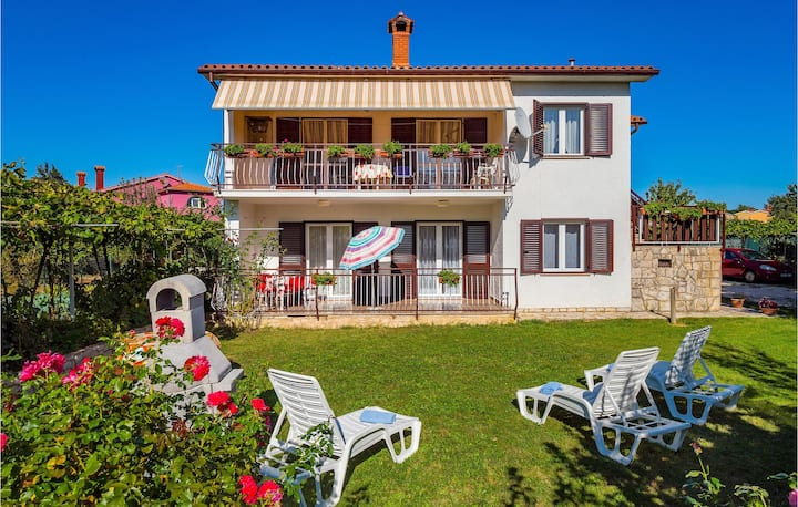 Beautiful home in Kapelica with WiFi and 2 Bedrooms