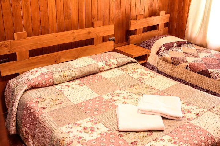 Hostal El Nogal Habitación 2 camas, baño privado.