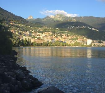 Montreux , vue sur montagne et lac - Clarens