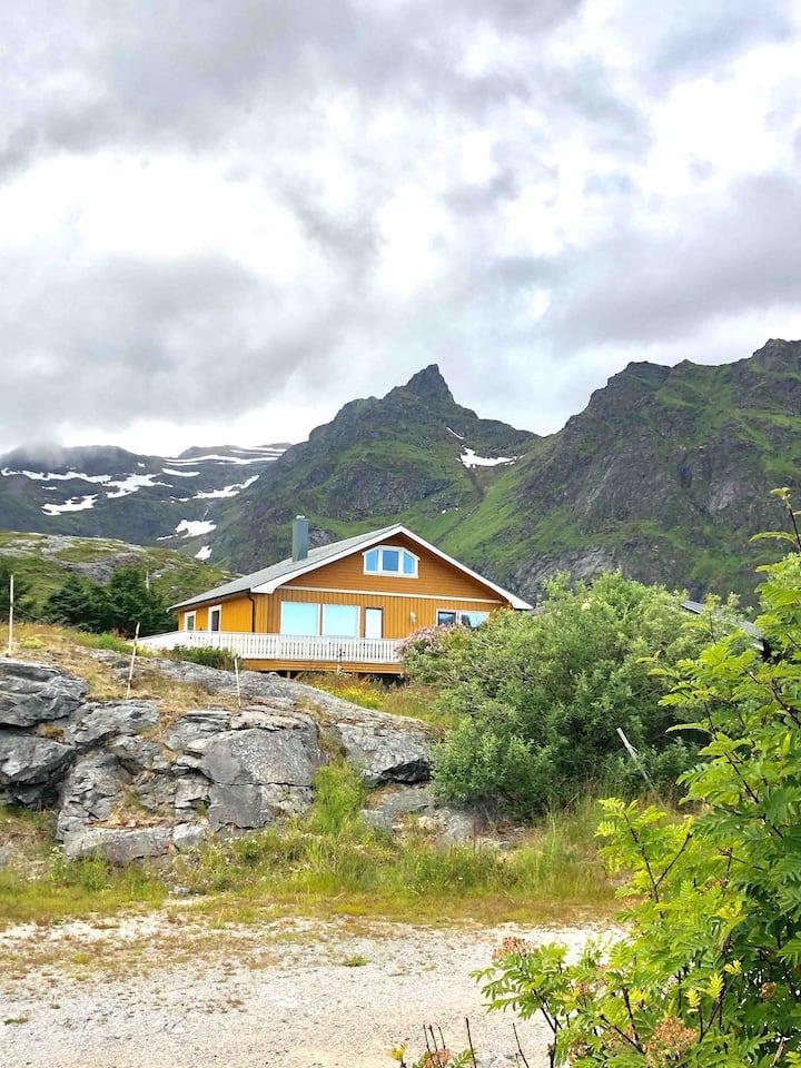 Romslig og nyoppusset hus på Å i Lofoten