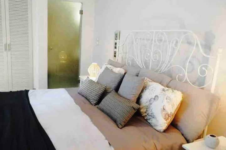 Newly renovated maisonette close to the beach