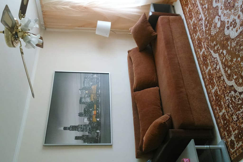 Диван - кровать 1,6 Х 2,0м с местом для хранения.