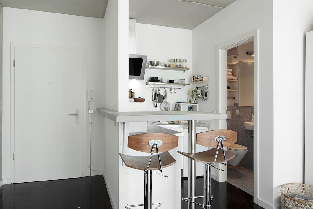 Kitchen bar and entrance